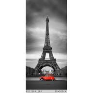 Czerwony samochód przed Wieżą Eiffla