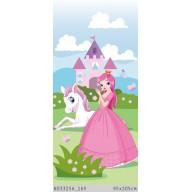 Księżniczka w różowej sukience